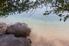 Tropiskt vagga och s?tta p? land p? Phuket, Thailand arkivbilder