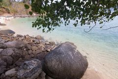 Tropiskt vagga och s?tta p? land p? Phuket, Thailand arkivfoton