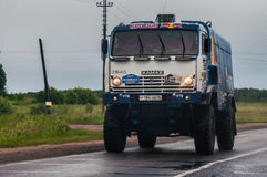 Troquez l'équipe russe de Kamaz-maître sur la route civile, près de Moscou Photos libres de droits