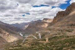 Troquez s'élever aux boucles de Gata sur la route de Manali - de Leh dans Ladakh photographie stock libre de droits