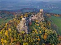 Trosky城堡在波希米亚天堂-捷克共和国-鸟瞰图 图库摄影