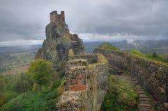 Trosky城堡,波希米亚,捷克共和国-秋天图片 库存照片