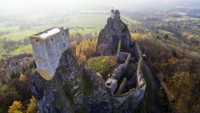 Trosky - vista aerea dell'orizzonte del fuco di rovina del castello immagine stock libera da diritti