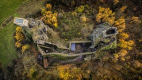 Trosky - vista aerea dell'orizzonte del fuco di rovina del castello fotografia stock libera da diritti