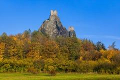 Troskykasteel in het paradijs van Bohemen - Tsjechische republiek stock foto