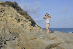 Troszkę bawić się na plaży dziewczyna Obrazy Stock