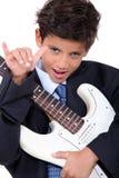 Troszkę chłopiec bawić się gitarę Obraz Royalty Free