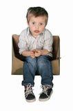 Chłopiec obsiadanie w pudełku zdjęcie royalty free