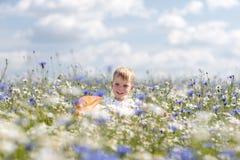 Troszkę chłopiec spacery Fotografia Royalty Free