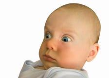 Troszkę dzieci spojrzenia zaskakujący, szeroko otwarty oczy obraz stock