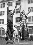 Troszkę chłopiec udaje podnosić dwa r mężczyzna (Wszystkie persons przedstawiający no są długiego utrzymania i żadny nieruchomość Zdjęcia Stock