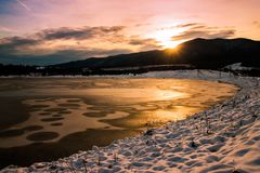 Troszkę halny jezioro obraz stock
