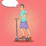 'trotinette' de Art Young Man Driving Push do PNF Indivíduo de sorriso no 'trotinette' do pontapé Imagem de Stock