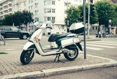'trotinette' de Piaggio na cidade Imagens de Stock