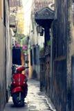 'trotinette' na aleia em Hoi An imagem de stock