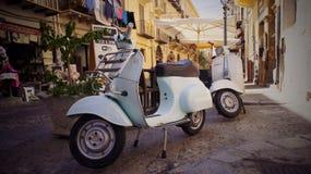'trotinette's da bicicleta motorizada na rua Fotos de Stock Royalty Free