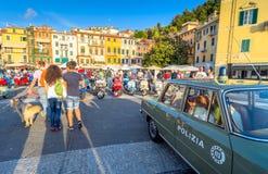 'trotinette's do italiano do Vespa do vintage Imagem de Stock
