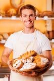 Trots van zijn gebakken goederen Stock Foto's