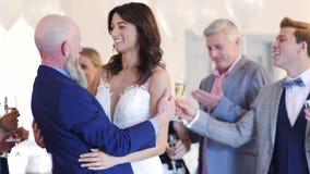 Trotse het Huwelijksdag van Vaderon daughter ` s stock footage