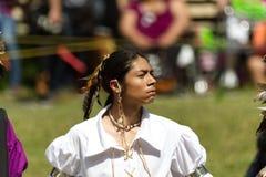Trotse jonge mensendanser bij 2017 Kahnawake Pow wauw stock afbeeldingen