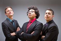 Trotse jonge zakenlieden met modieuze kleren stock foto