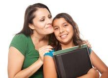 Trotse Spaanse Moeder & Dochter Klaar voor School Stock Afbeelding