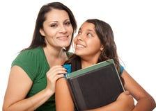 Trotse Spaanse Moeder & Dochter Klaar voor School Royalty-vrije Stock Foto