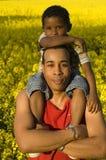 Trotse vader met zijn zoon Stock Foto's