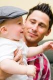 Trotse vader met zoon Royalty-vrije Stock Foto's