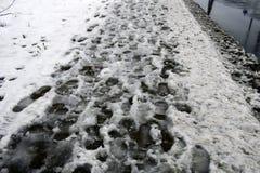 Trottoaren göras inte ren efter snöfall Arkivfoto