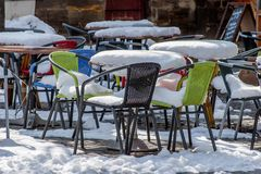 Trottoarkafé i vintern Royaltyfri Foto