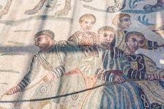 Trottoarmosaik i villan Romana del Casale Royaltyfri Fotografi