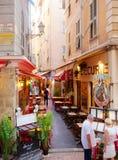Trottoarrestauranger i Nice Royaltyfri Bild