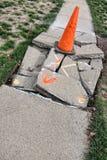 Trottoir concret démoli de rue de ville Photo libre de droits