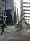 Trottoir de Chicago mergeing de hors de la station de train Photo stock