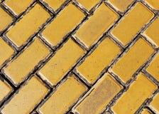 Trottoir en pierre jaune Images libres de droits
