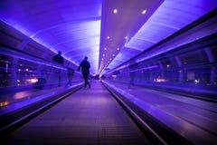 Trottoir piétonnier à l'aéroport de Manchester Photos stock
