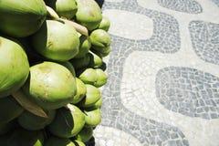 Trottoir Rio de Janeiro Brazil d'Ipanema de noix de coco Images libres de droits
