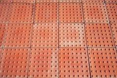 Trottoir rouge abstrait, texture industrielle de panneaux Photographie stock