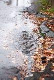 Trottoir sous la pluie image stock