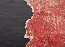 Trou déchiré en papier rouge photographie stock