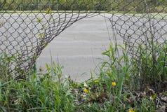 Trou dans la barrière. Images libres de droits