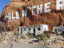 Trou dans la maison de roche Image stock