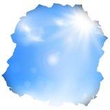 Trou de papier avec le ciel bleu et le soleil Image stock