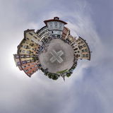 Trou diminuant carré de boule de ciel nuageux de village de panorama autour Images libres de droits