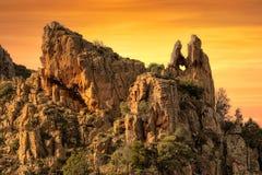 Trou en forme de coeur dans la roche dans le Calanches en Corse au coucher du soleil Photo stock