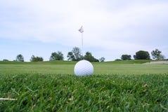 Trou et boule de golf Photo stock