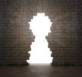 Trou formé par trou de la serrure dans un mur photo libre de droits