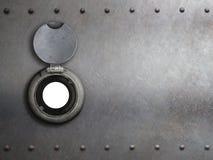 Trou sur la porte blindée en métal images stock