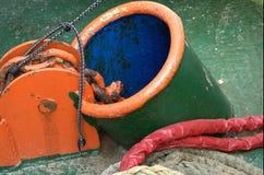 Trou vert, bleu et orange de point d'attache images stock